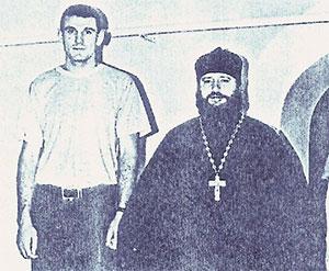 Cлева: вор в законе Сергей Аксенов -Аксен