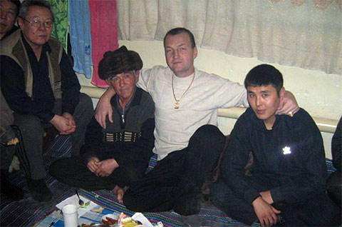 В центре: вор в законе Азиз Батукаев