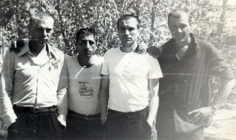 Слева воры в законе:  Петр Зеров (Подарок), Альберт Исоян (Абулик), Валерий Длугач (Глобус)
