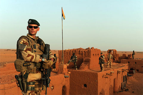 Французские легионеры в старом французском форте Мадам