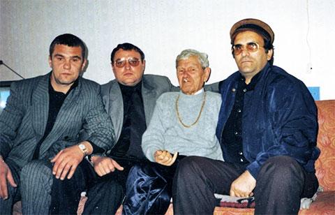 Слева воры в законе: Сергей Клементьев (Клим), Александр Громоздин (Гром), Павел Стражников (Паша Стражник) и Кор-Оглы Мамедов (Каро)