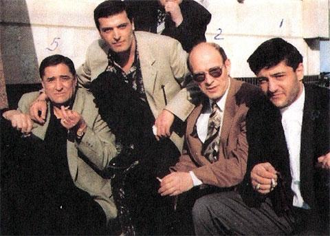 Слева воры в законе: Омари Шарикадзе (Омар Тбилисский), Владимир Ованесян (Вова Тбилисский), Тамаз Окропиридзе (Томик), Джемал Микеладзе (Джемо)