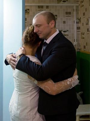 Виктория и Олег Михайловы во время бракосочетания