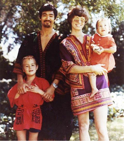 Брюс Ли с семьей