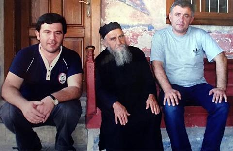 Слева воры в законе : 1. Каха Парпалия (Каха Гальский), 3. Малхаз Миндадзе