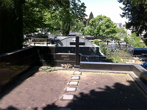 Могила вора в законе Альберта Цинцадзе (Михо Слепой) на Верийском кладбище в Тбилиси (Грузия)