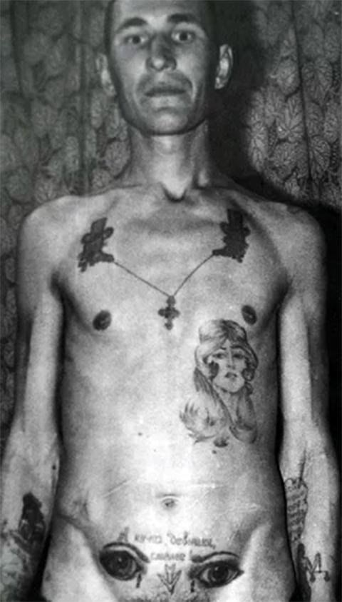 Татуировка - глаза на животе
