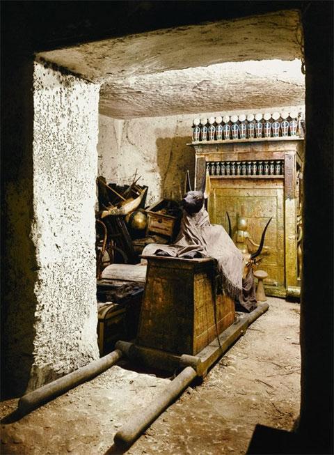 Статуя Анубиса в сокровищнице гробницы