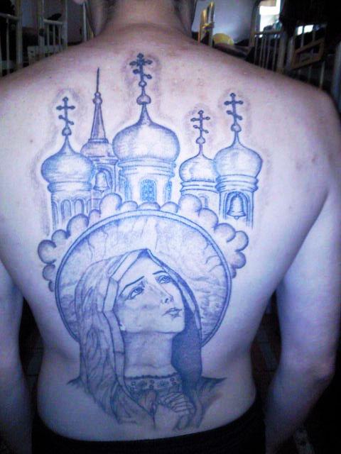 Соборы и церкви с куполами кололи в основном на спине