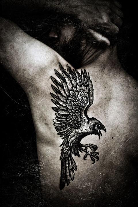 Тату ворона из скандинавской мифологии (фото)