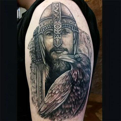Тату викинг с вороном (фото)