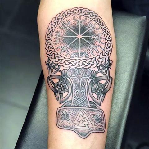 Фото скандинавской татуировки