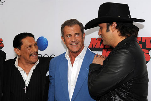 Слева: Дэнни Трехо, Мел Гибсон и Роберт Родриге