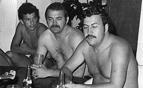 Справа: Пабло Эскобар и Джон Веласкес