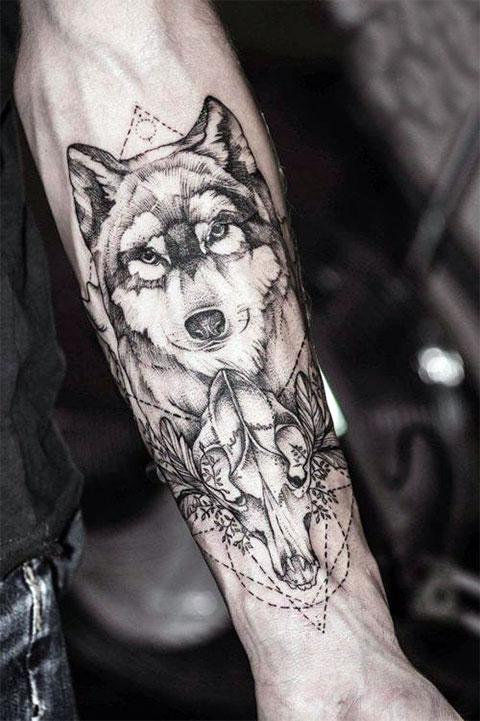 Тату на руке для мужчин волк
