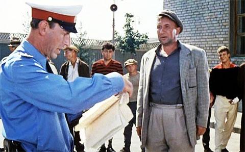 """Кадр из фильма """"Операция «Ы» и другие приключения Шурика"""""""