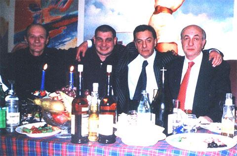 Слева воры в законе: 1) Василий Мониава (Васо), 3) Элгуджа Дигмелашвили (Гуджа)