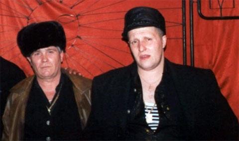 Слева воры в законе: Вячеслав Крылов (Славка Крыл), Юрий Смыков (Юра Хмырь)