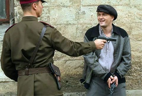 """Кадр из фильма """"Разведчики: Война после войны"""""""