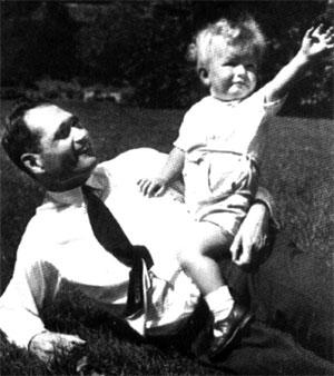 Рудольф Гесс с сыном