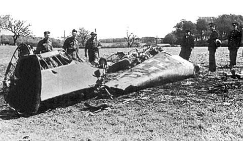 Остатки самолета, на котором Рудольф Гесс вылетел в Великобританию