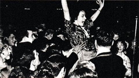 Танцы в клубе «Барроулэнд»