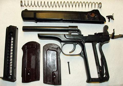 Пистолет Стечкина в разобранном виде