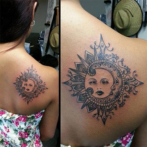 Тату солнца и луны на лопатке у девушки - фото