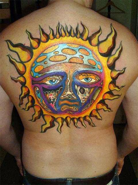 Цветная мужская татуировка солнце и луна во всю спину - фото