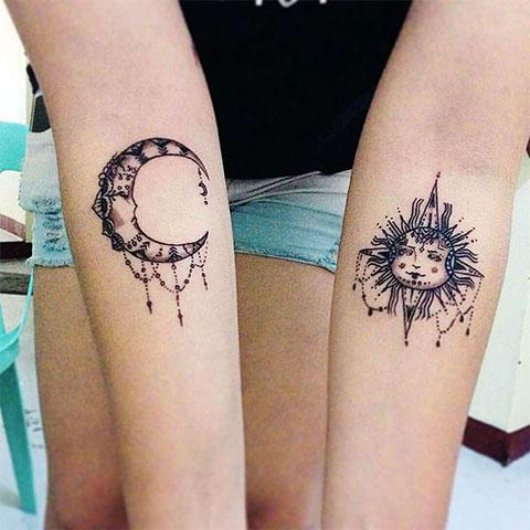 Тату солнце и луна на руках - фото