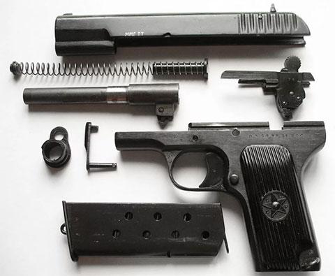 Пистолет ТТ 1944 года в разобранном виде