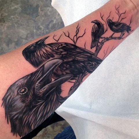 Тату - четыре ворона на руке - фото