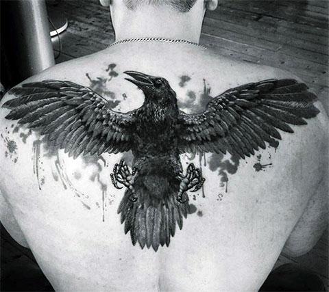 Мужская тату ворон во всю спину