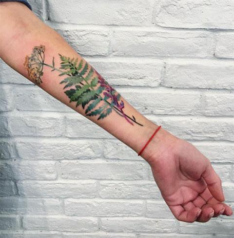 Тату лист папоротника на руке