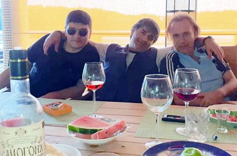 Слева воры в законе: Гайк Саркисян (Айко Астраханский), Эдуард Асатрян (Эдик Тбилисский) и Олег Шишканов (Олег Раменский)