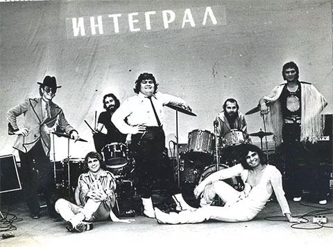 """Бари Алибасов (внизу справа) и группа """"Интеграл"""""""