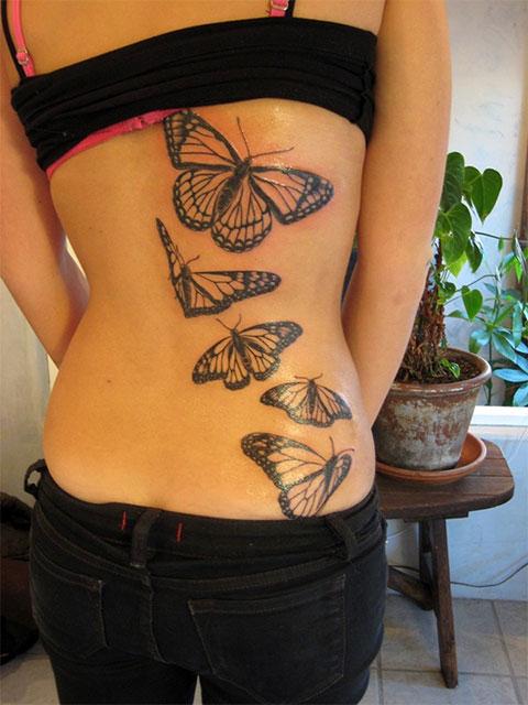 Тату бабочки на спине у девушки