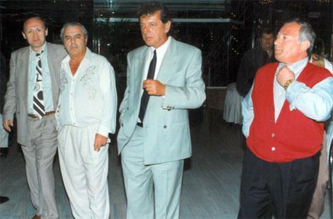 Слева вор в законе Сергей Кутателадзе (Байко), справа вор в законе Нугзар Ахвледиани (Чипа), 1995 год