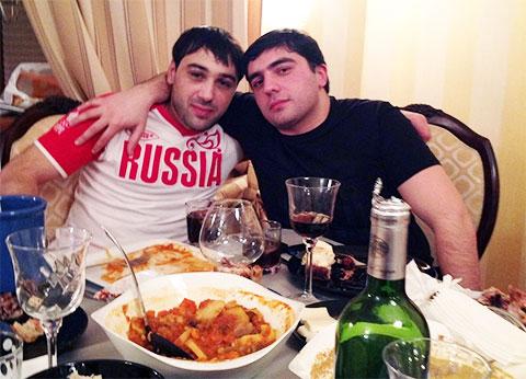 Слева воры в законе: Георгий Калашян (Котик Младший) и Гурам Чихладзе (Квежо Младший)