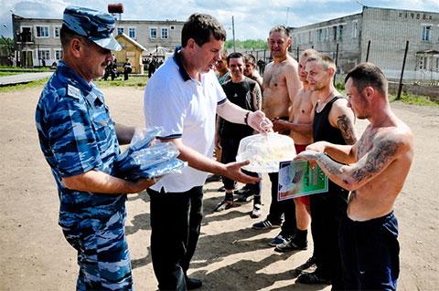 полномоченный по правам человека Владимир Климов во время посещения исправительной колонии № 9 (п. Северный, Опаринский район)