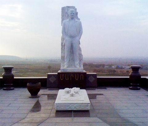 Могила Марзпетуни Петросяна