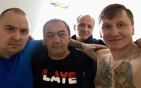 На переднем плане справа воры в законе: Александр Кушнеров (Кушнер) и Мераб Пипия (Мераб Сухумский)