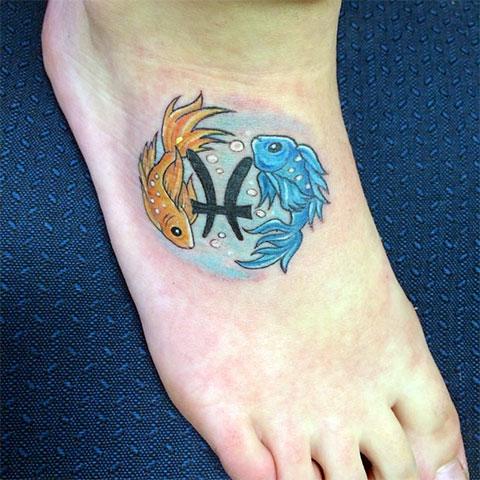 Цветная татуировка - знак зодиака рыбы