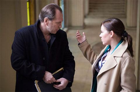 """Кадр из фильма """"Тот, кто гасит свет"""" 2008 года"""
