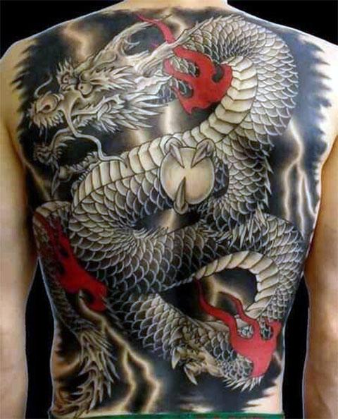 Тату китайский дракон на спине