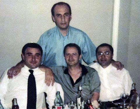 Воры в законе, внизу слева: Гоча Алпаидзе (Алфасон), Мераб Мзарелуа (Дуяке), Мераб Асанидзе (Чикора); вверху: Вахтанг Кардава (Вахо Сухумский)