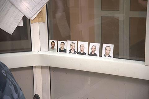 Фото заключенных на охранном посту