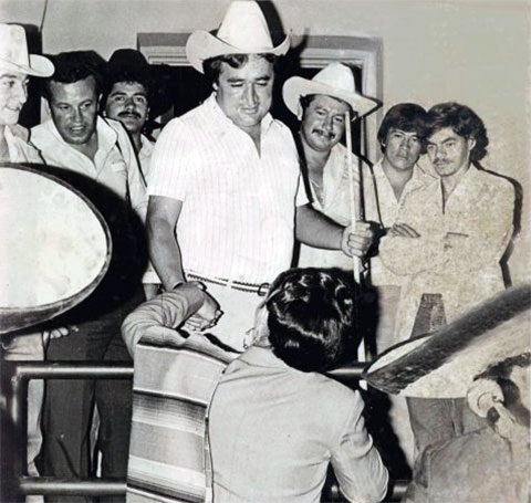 Хосе Гача (в шляпе) был кумиром мексиканцев