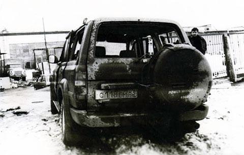 Внедорожник Игоря Ильченко после выстрела по нему из гранатомета