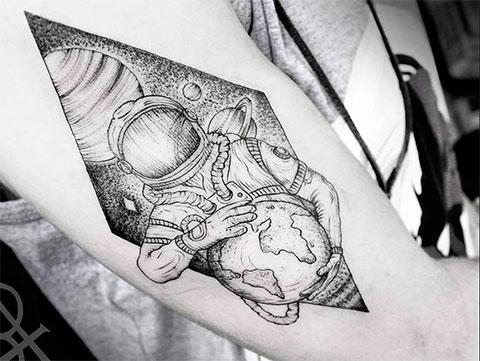 Тату космос на руке